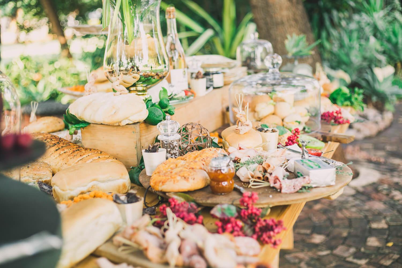 Farbenfrohes Hochzeitsbuffet für den Sommer