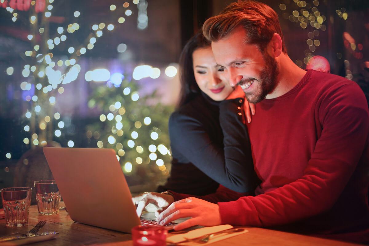 Hochzeitspaar sucht online