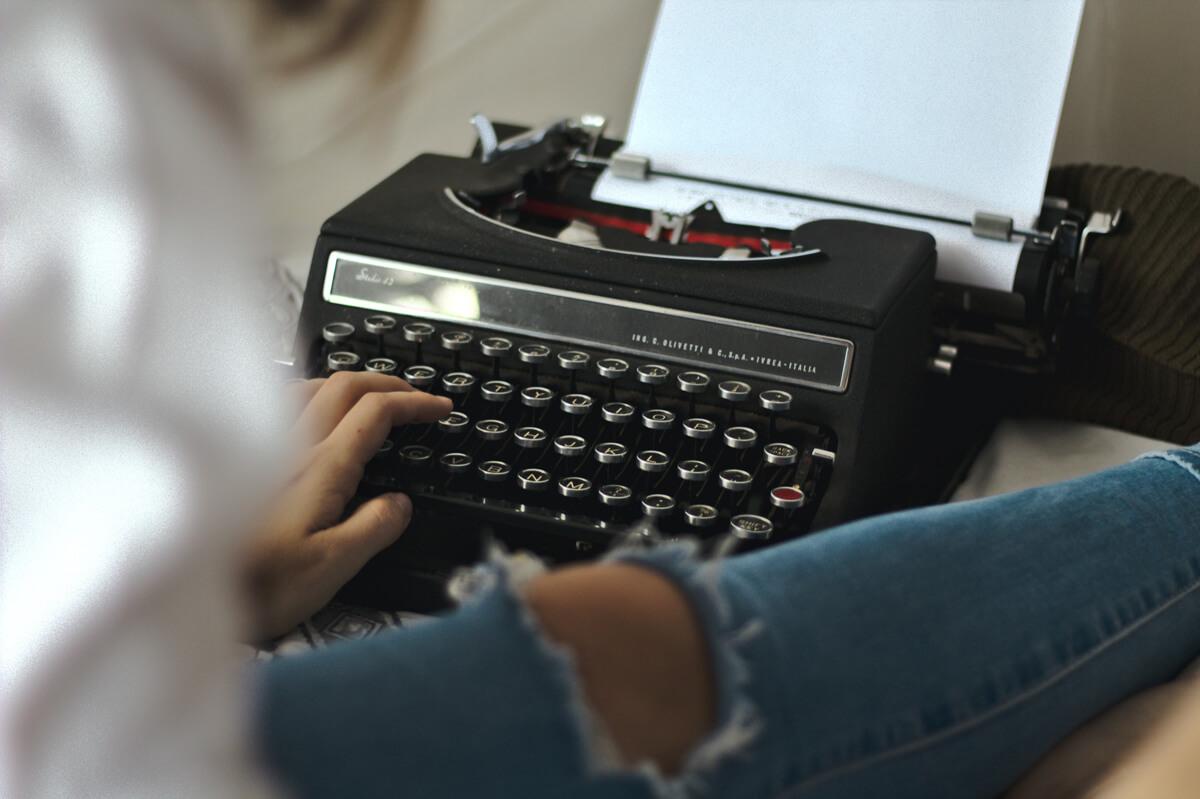 Hochzeitszeitung schreiben an Schreibmaschiene